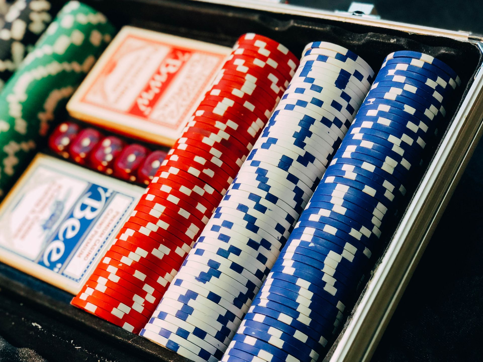 How to Thrive at Online Casinos  teen patti game